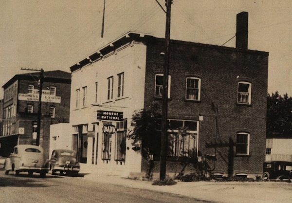 A photo of Monroe National Bank in the late 1930s.