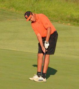 Waterloo golfer Kole Kaltenbronn attempts a putt during the recent Monroe County Golf Tournament at Annbriar.  (Corey Saathoff photo)